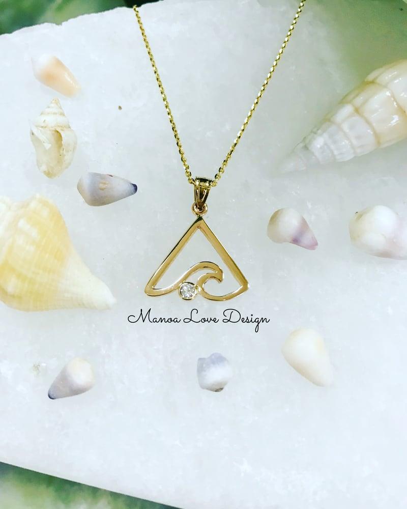 Image of triangle Hawaiian wave with diamond