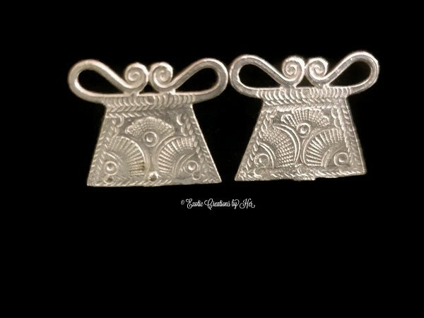Image of Small Phaj Stud Earrings