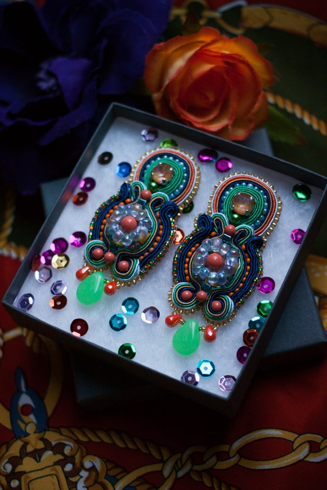 Image of That Song Again - Boucles brodées fermoirs clips