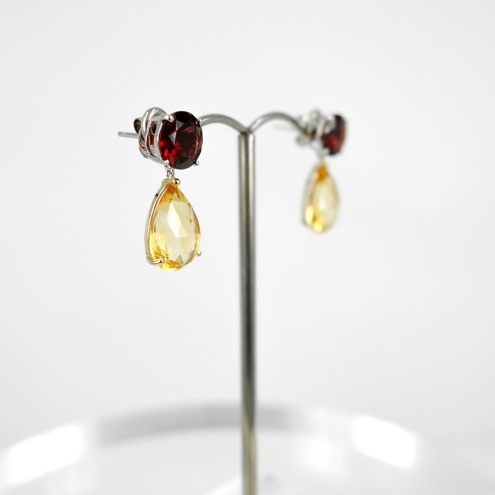 Image of m3125 - Citrine and garnet stud earring