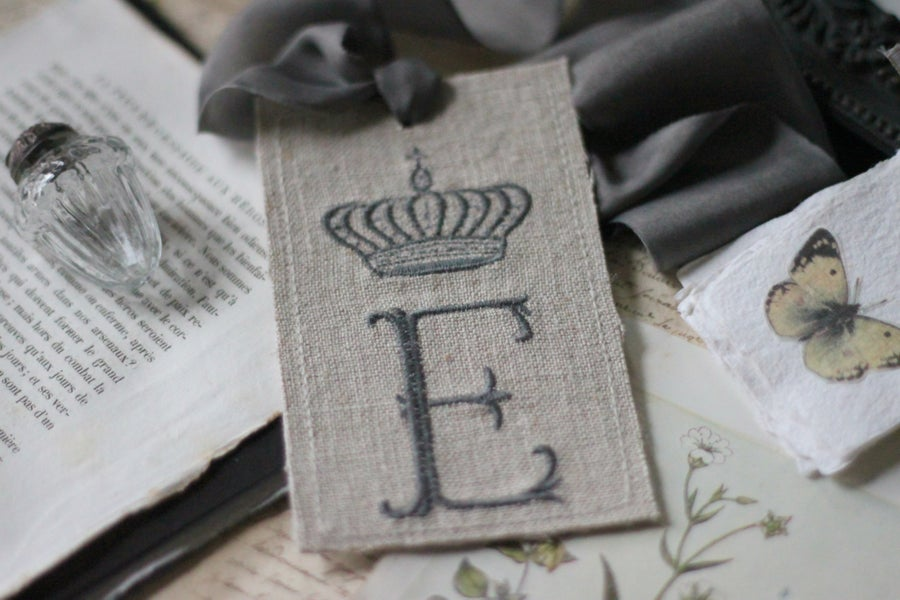 Image of Monogrammed Linen & Silk Crown Tag