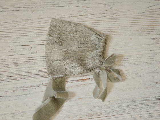 Image of Green vintage lace bonnet