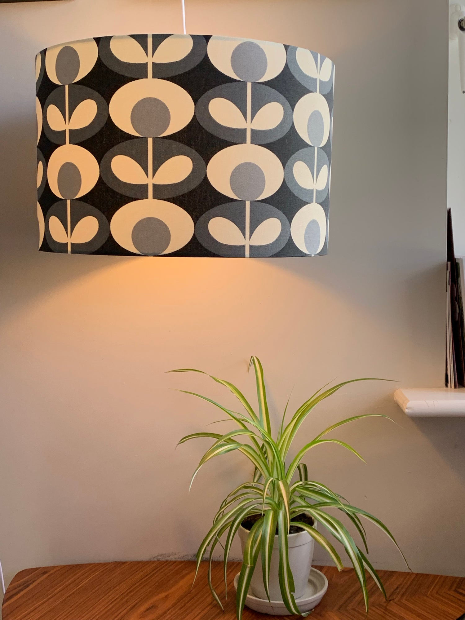 Image of Orla Kiely Oval Flower Cool Grey Shade