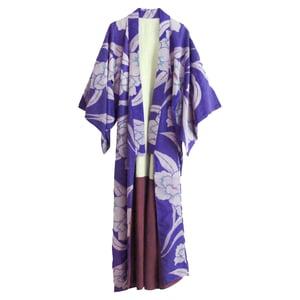 Image of silke kimono lilla med store peoner