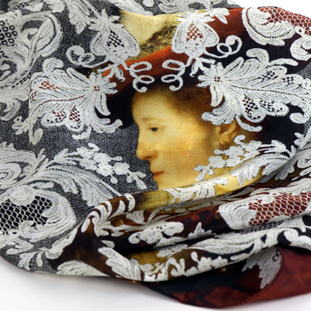 Image of Saskia en profil in rich garment