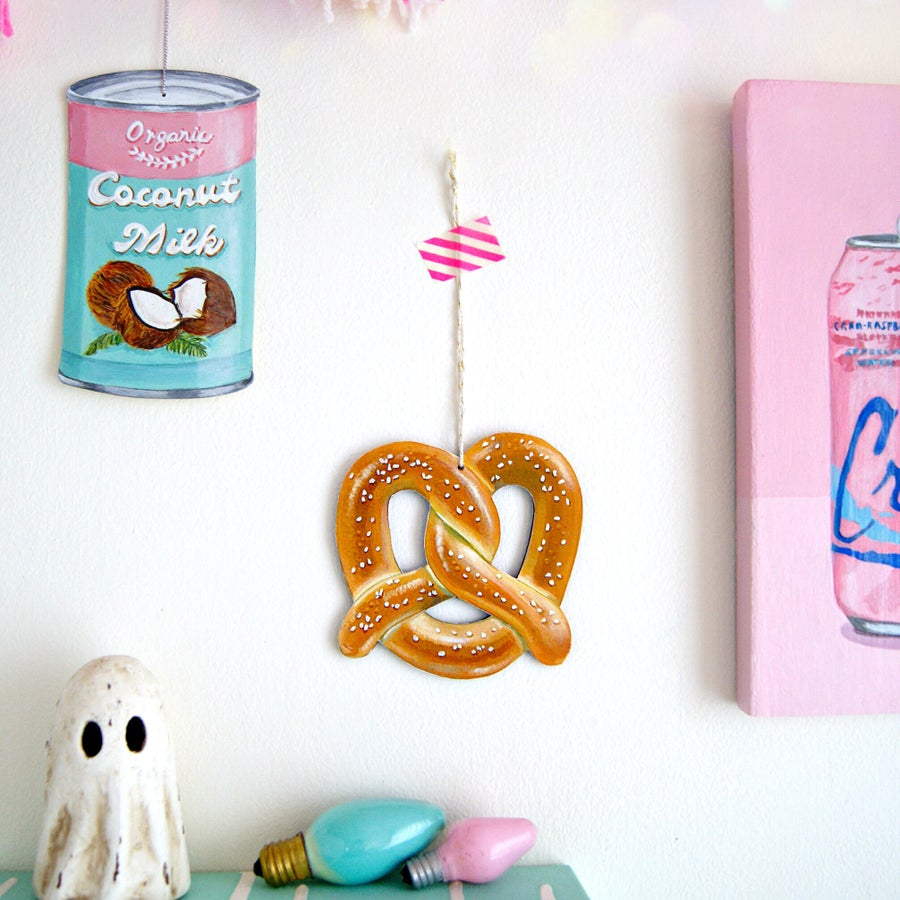 Image of Pretzel everyday ornament