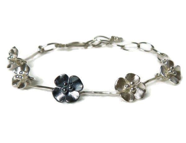 Image of Buttercup flower bracelet, like a daisy chain!