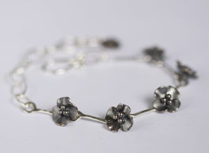 Image of Buttercup flower bracelet, like a daisy chain!