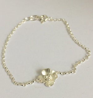 Image of Buttercup bracelet with a single flower