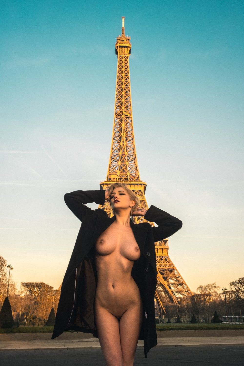 Image of Tour de Eiffel + Mannequin Ingrat [2MI001-045]  (Good Morning Paris!)