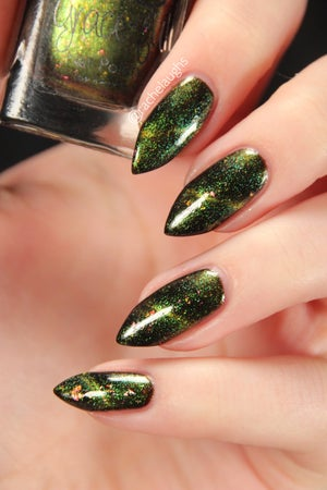 Image of Gryffindor's First Lady - magnetic forest green base, UCC flakes and light green & gold magnetic
