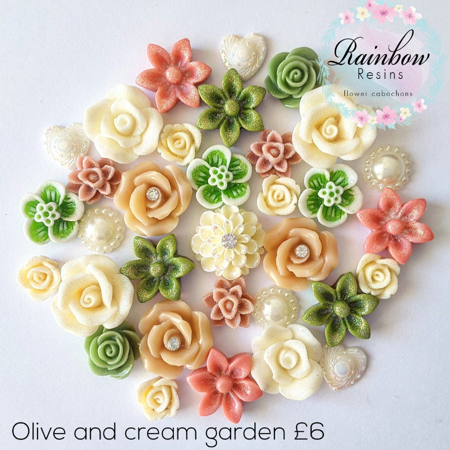 Image of Olive and cream garden