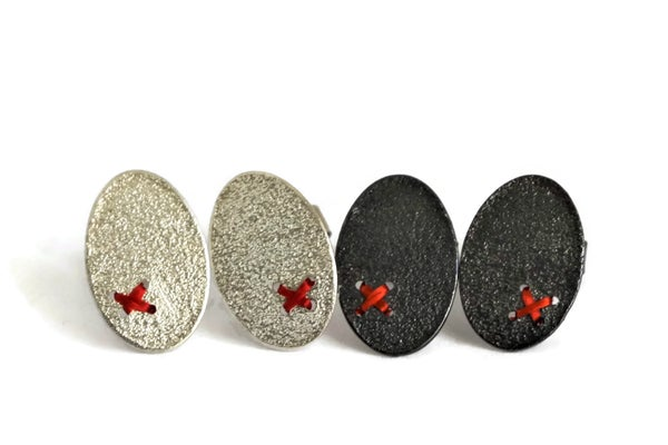 Image of Small Sewn-up earrings with one kiss