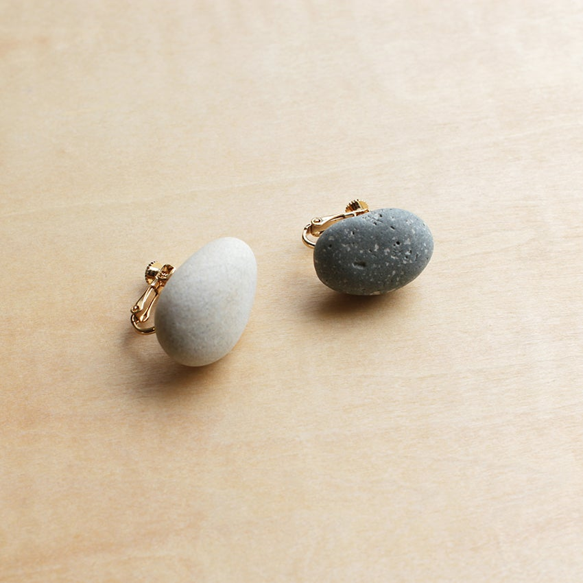 Image of sea pebble / earrings (ear clips)