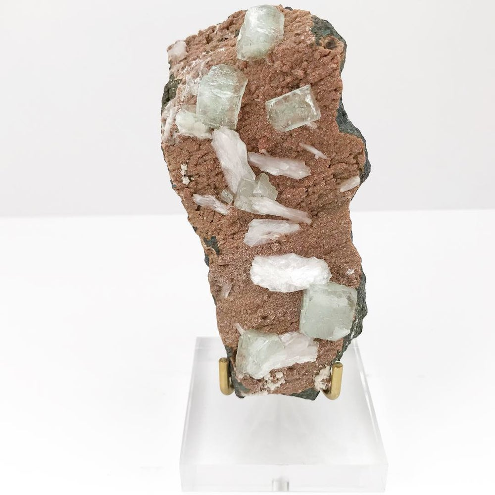 Image of Apophyllite/Stilbite no.01 + Mara Collection Lucite Pairing