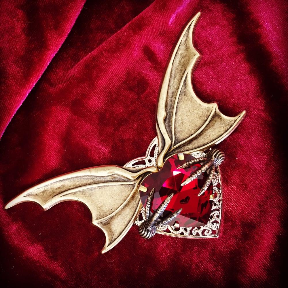 Image of Captured Heart Brooch