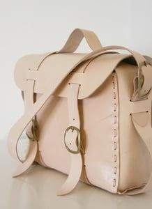 Image of the traveler bag, natural