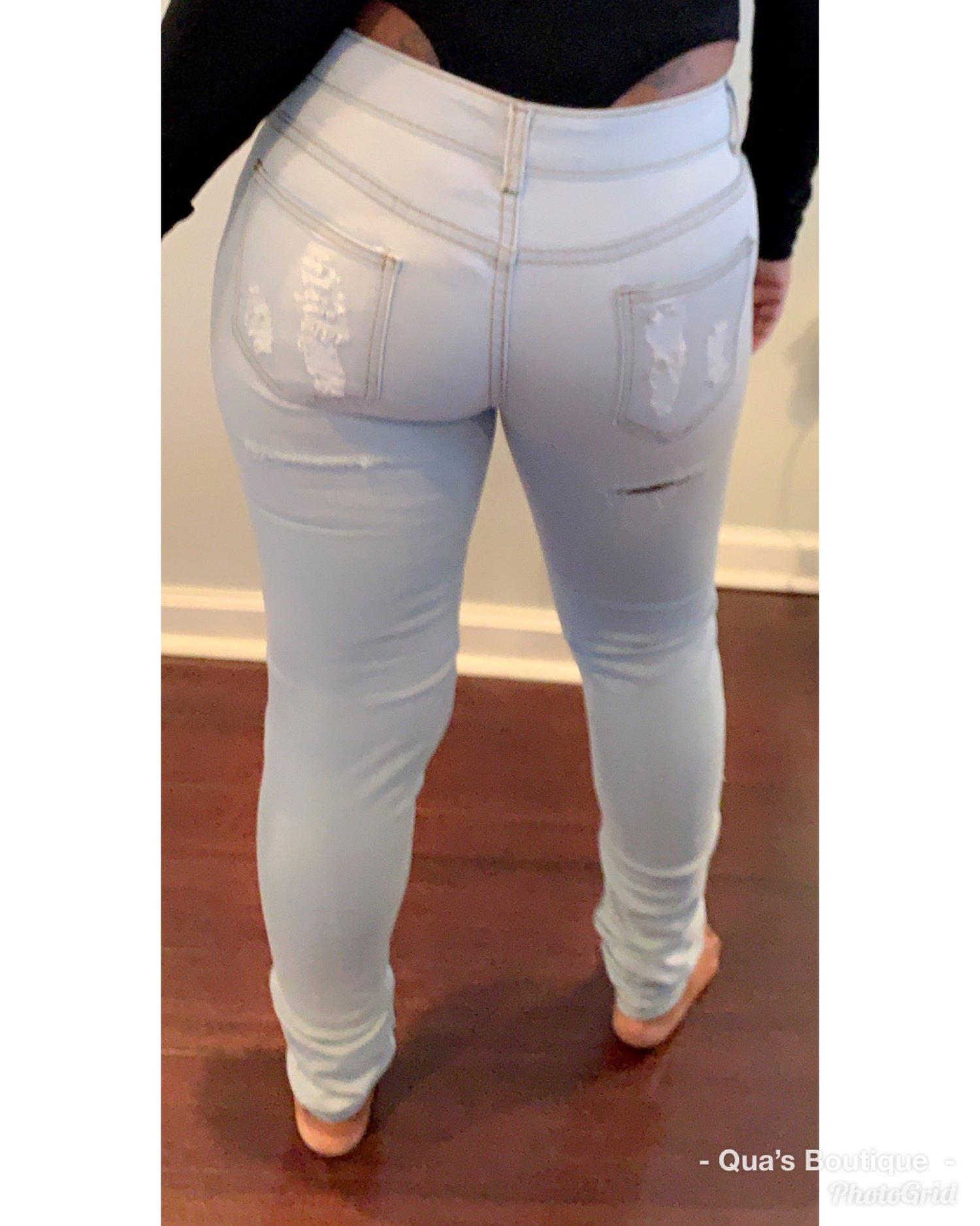 Image of Lite blu destressed jeans