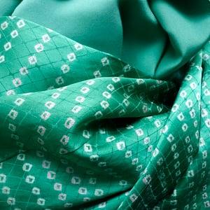 Image of Grøn silke kimono med shibori prikmønster