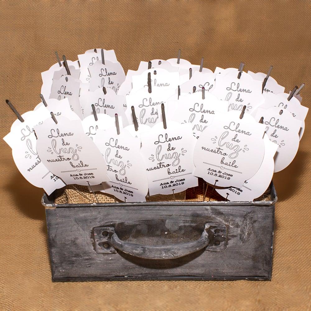Image of Caixa bengales amb cartells / Caja de bengalas con carteles