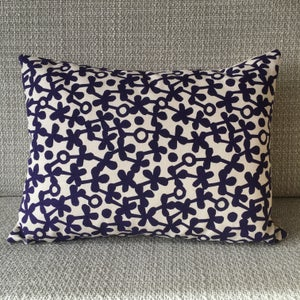 Image of Clover Rectangle Cushion