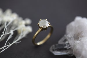 Image of NEW 18ct Gold, Brilliant cut grey diamond ring IOW98