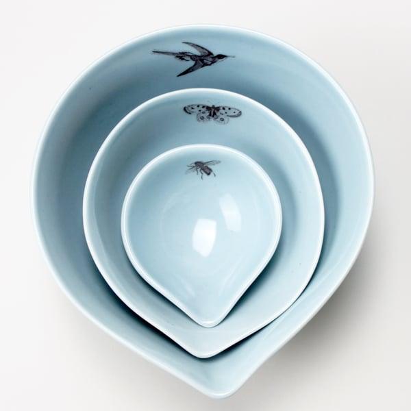 Image of nesting bowls set of three garden friends, ocean