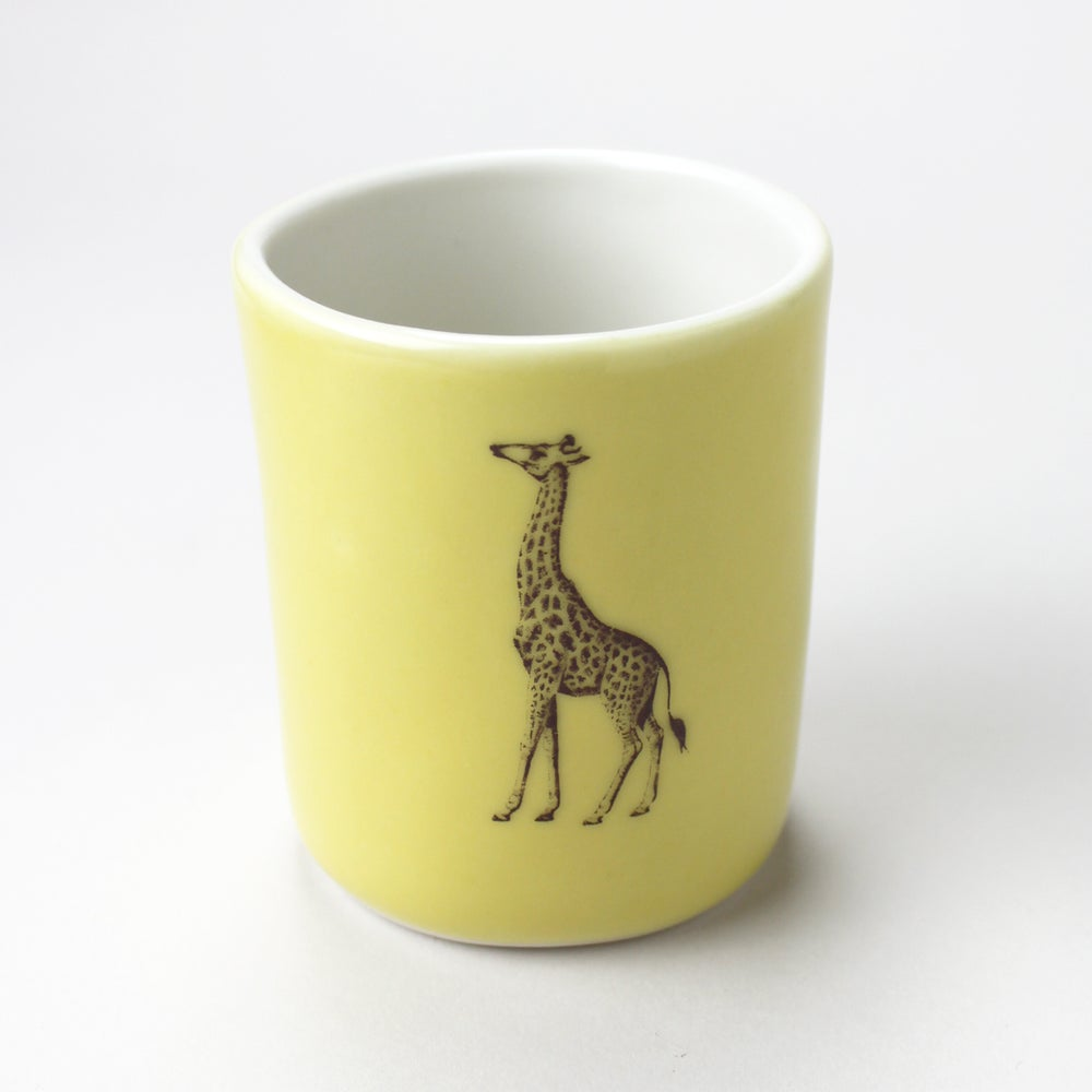 Image of 10oz tumbler with giraffe, mustard