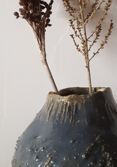 Image of 'tex' blue vase | jarrón azul 'tex'