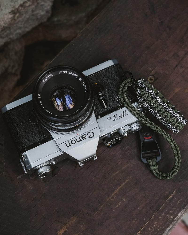 Image of 2 color single strap with black clip slider & peak design anchor link