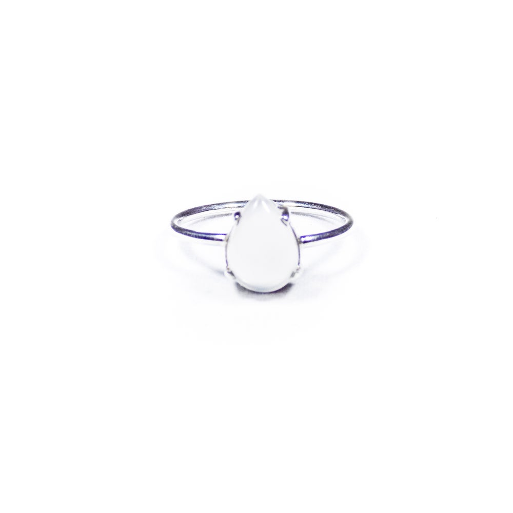 Image of Single Stone Claw Natural White Moonstone Ring 2- silver