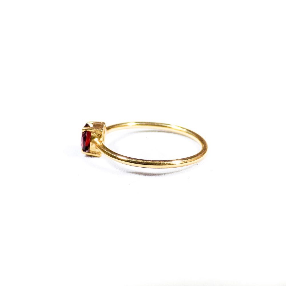Image of Single Stone Claw Garnet Ring- gold