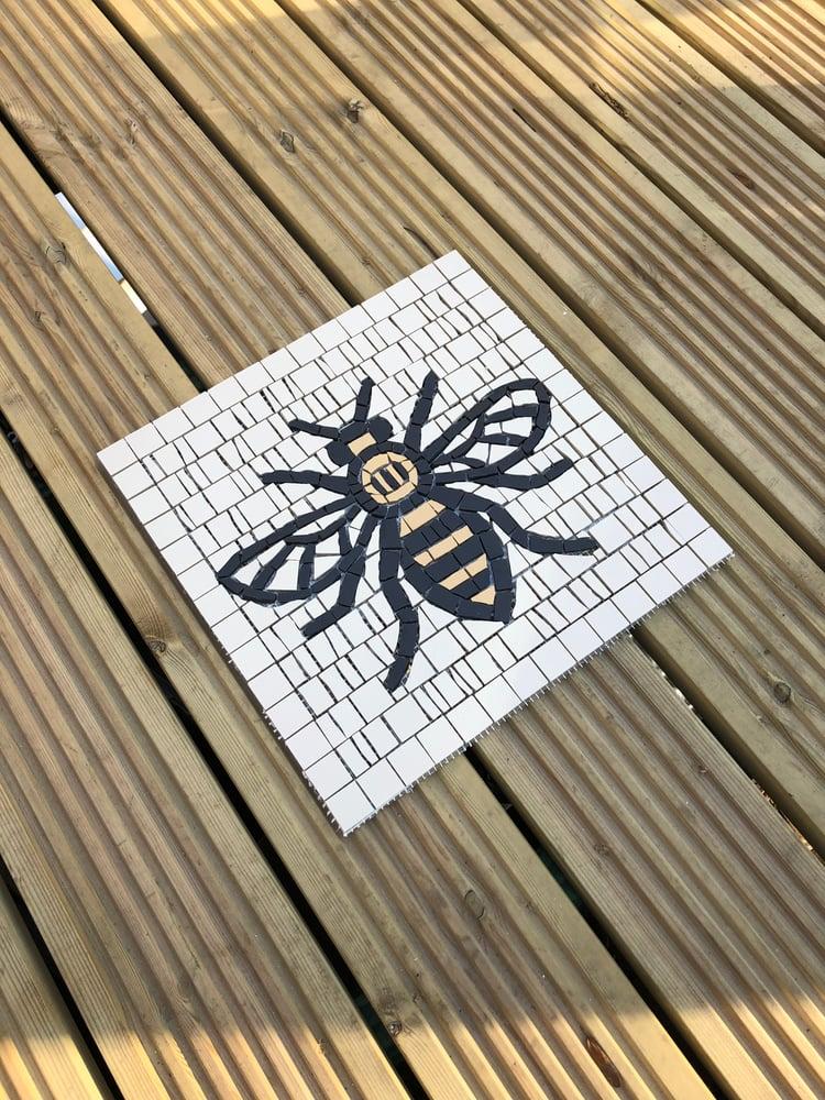 Image of WOKER BEE FLOOR / WALL TILE
