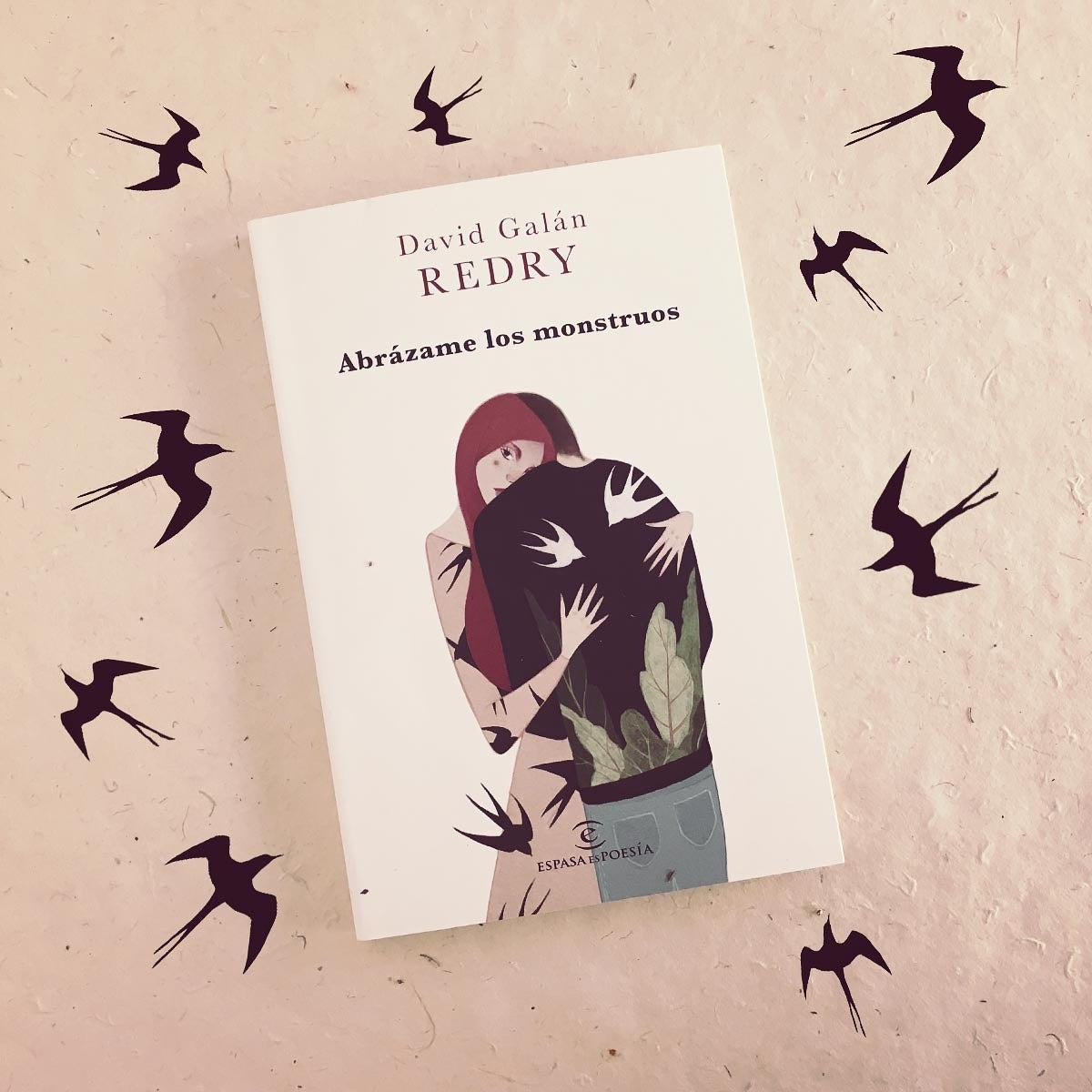 """Image of Libro dedicado """"Abrázame los monstruos""""."""