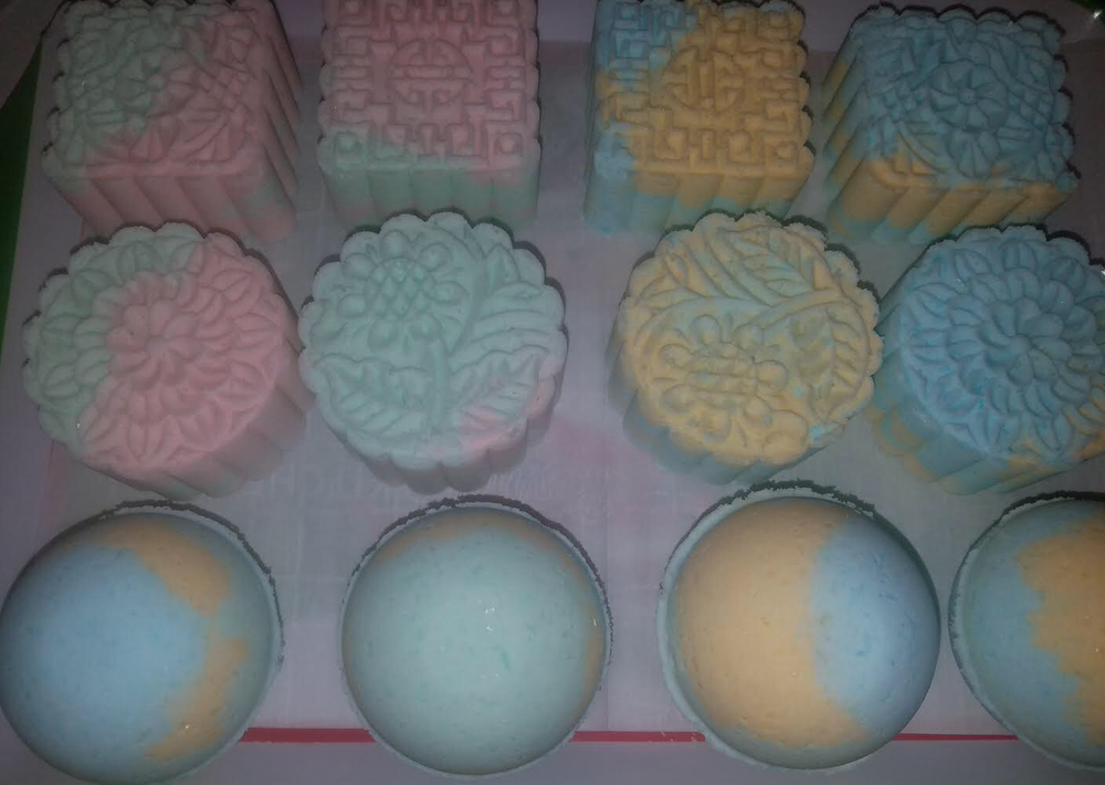 Image of SCENTED BATH BOMBS (3 pieces)