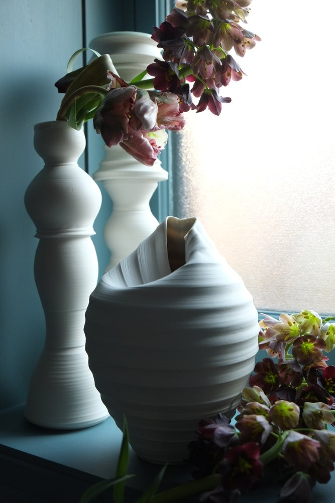Image of Scorpion Vase, Warm White, #741