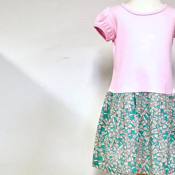 Image of Short Sleeve Winnie Dress - Pink Stainglass