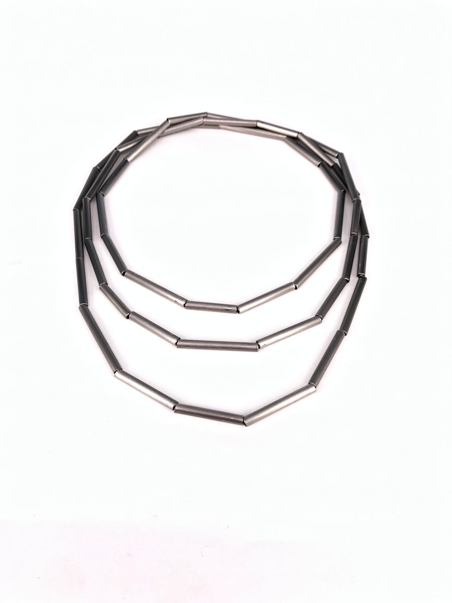 Image of Collaret geomètric - Collar geométrico de acero inxidable hecho a mano