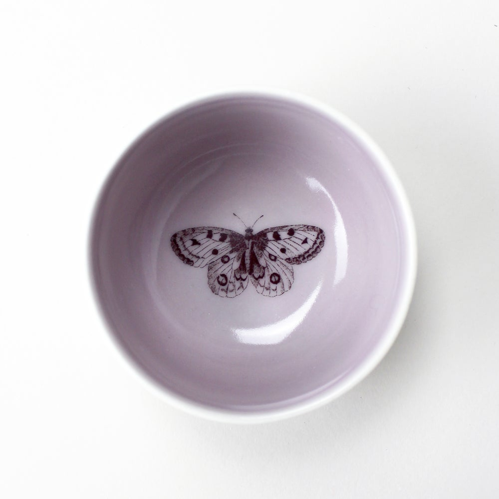 Image of roundie bowl with butterfly, lilac