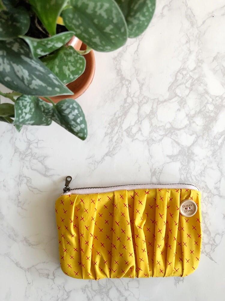 Image of Golden Kiss medium zip pouch