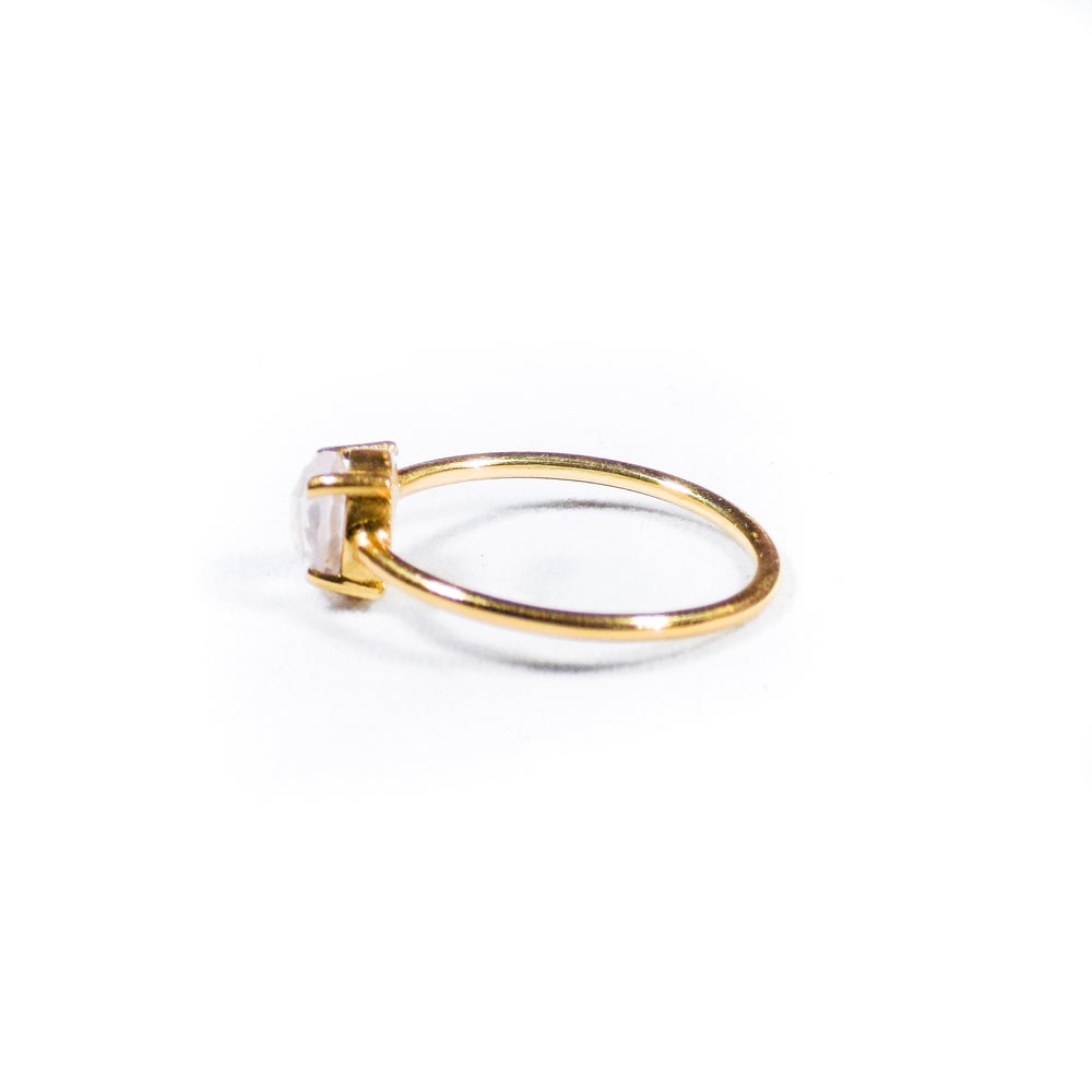 Image of Single Stone Claw Natural Rose Quartz Ring- gold