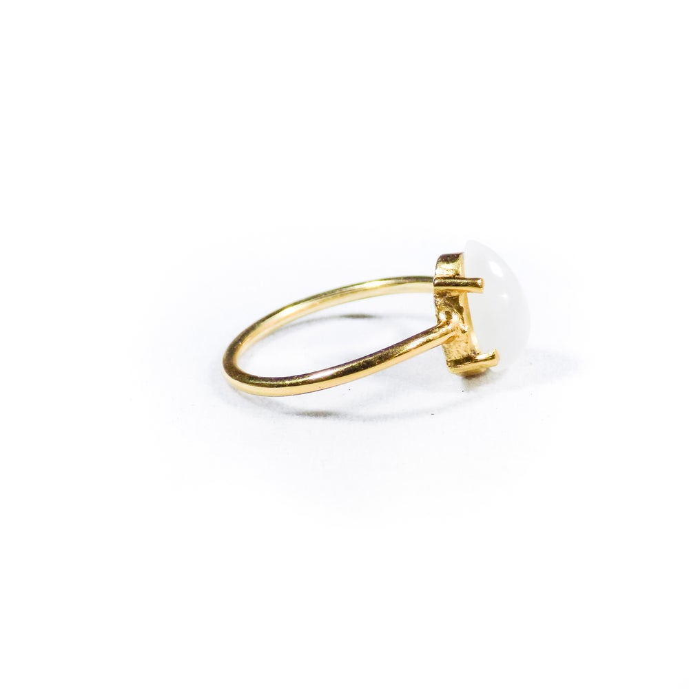 Image of Single Stone Claw Natural White Moonstone Ring 2- gold