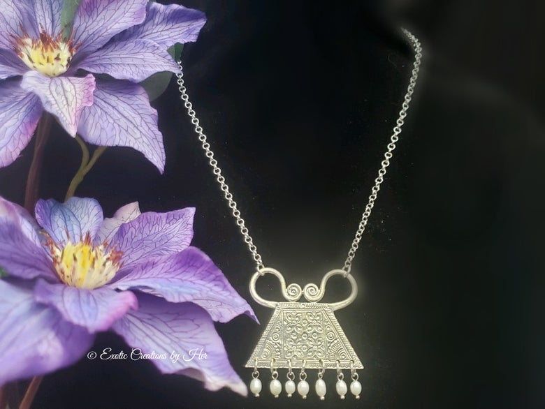 Image of Single Amulet with Freshwater pearl