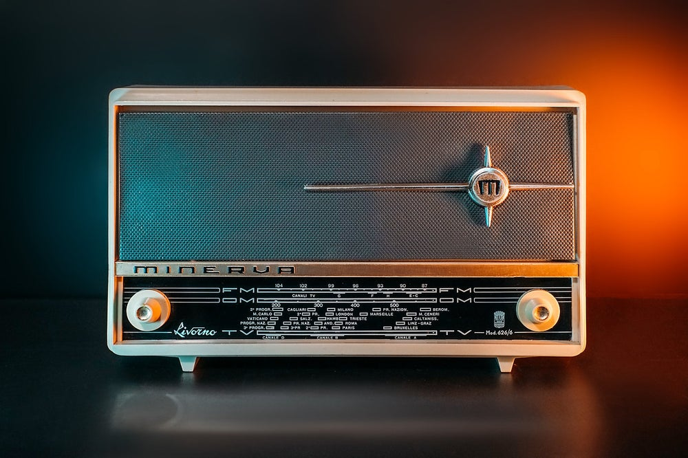 Image of MINERVA LIVORNO (1962) RADIO VINTAGE BLUETOOTH