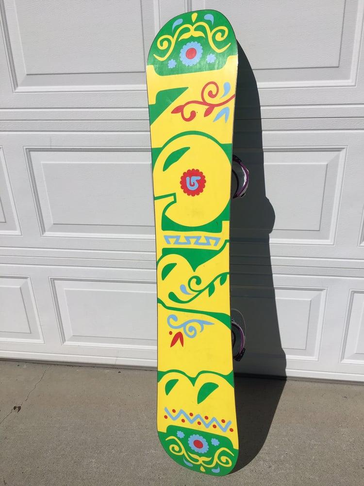 Image of Burton Deja Vu Flying V Women's 151 Snowboard w/Burton Scribe EST bindings