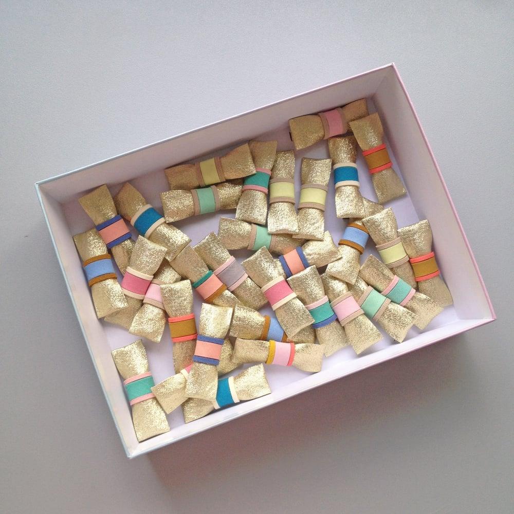 Image of Duo barrettes dorées multico  : verte et rose