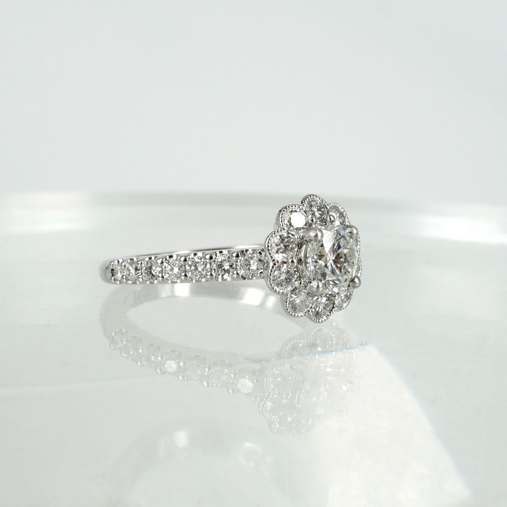 Image of PJ5687 - Diamond floral cluster ring