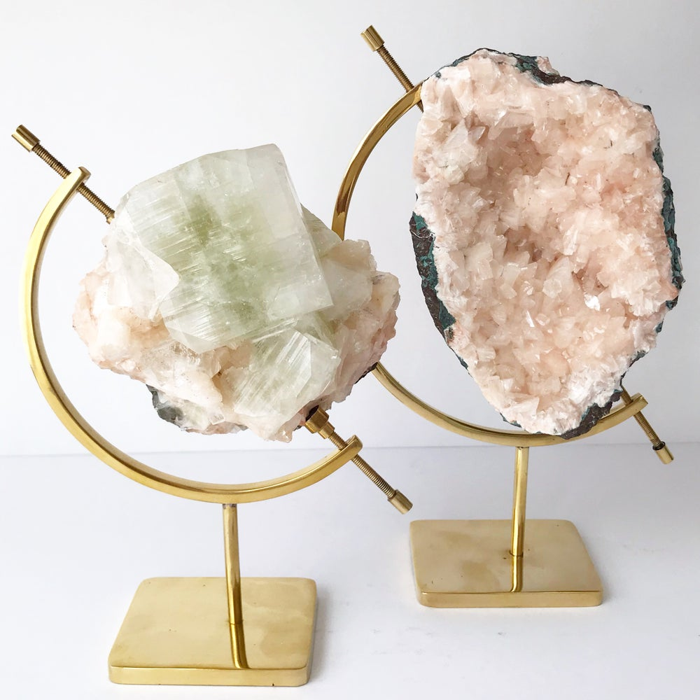 Image of Green Apophyllite/Stilbite no.05 Sea Siren Collection Brass Pairing