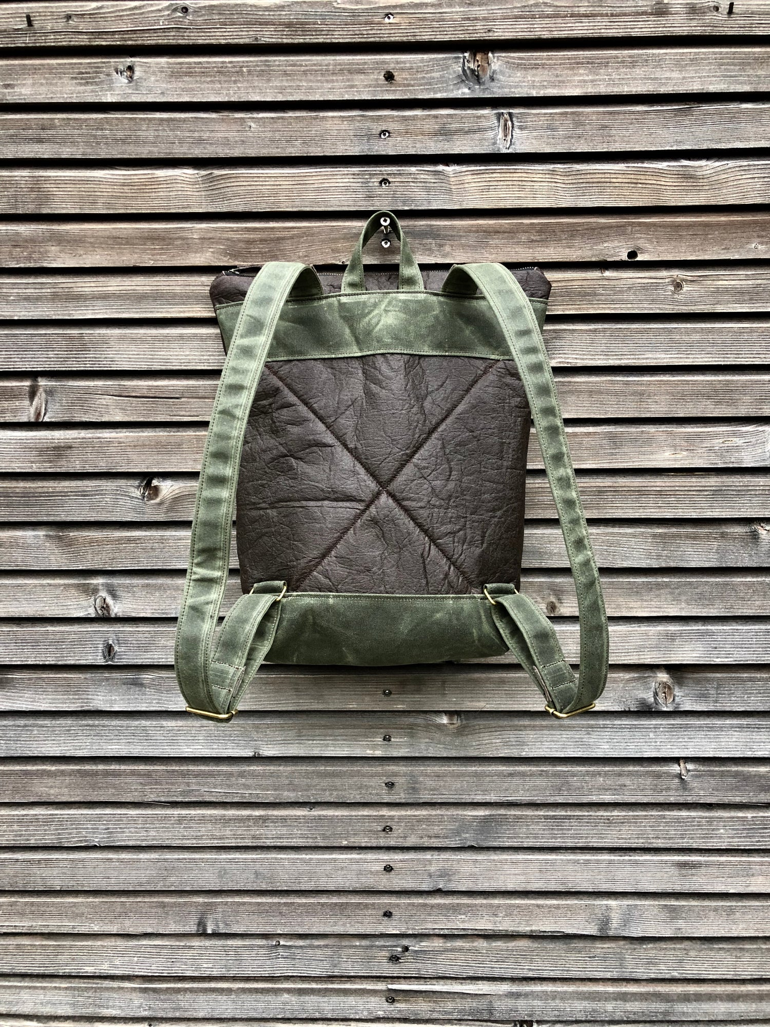 Image of Vegan backpack in Piñatex™ and waxed canvas medium size
