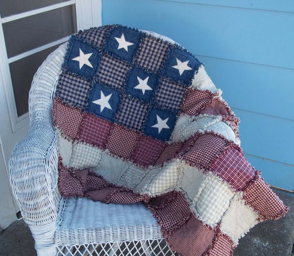 "Image of Handmade American Flag Appliqué Patchwork Rag Quilt - ""Betsy Ross"""